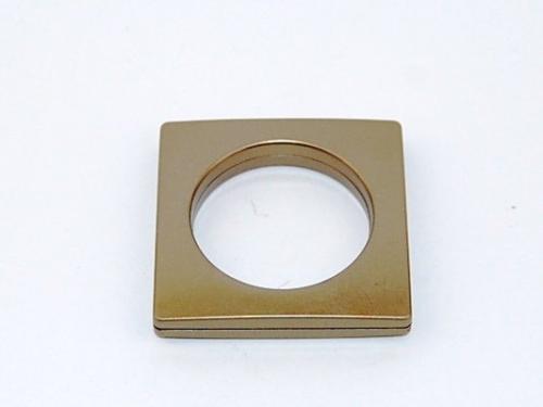 Sendinto aukso kalamas žiedas